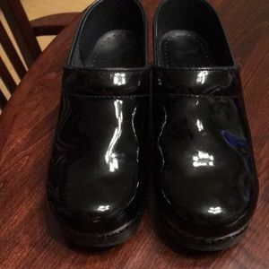 Dansko Black patent leather shoe sz 38